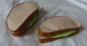 Filcowa kromka chleba z sałatą