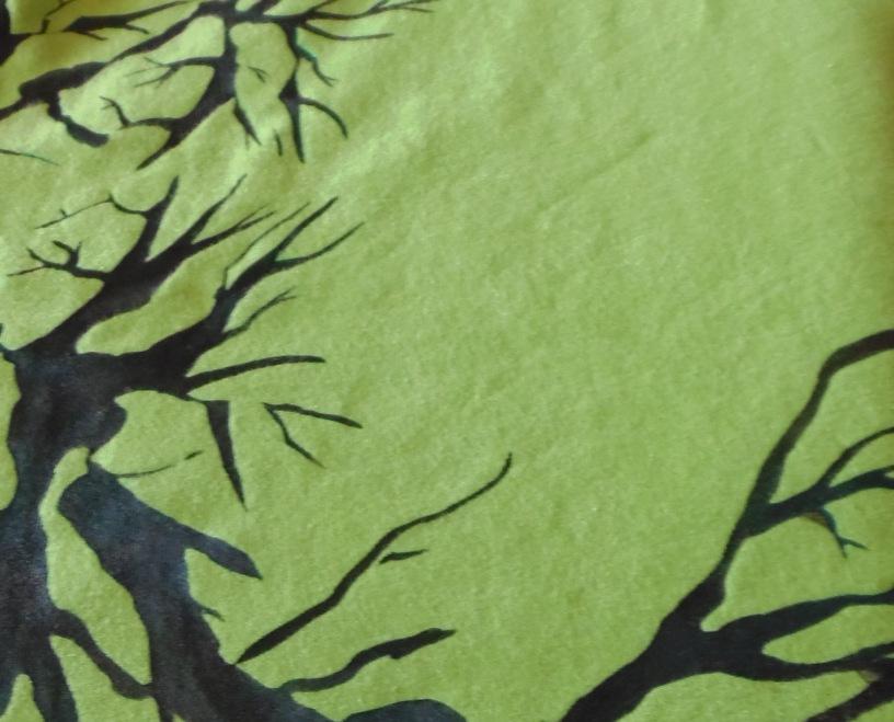 pokrzywione gałęzie - malowane na sukience
